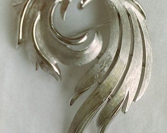 Vintage Trifari silver tone pin brooch abstract leaf swirl shape