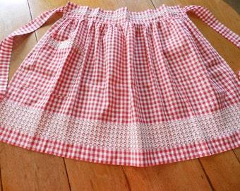 Red Checkered Apron, Red Half Apron, Vintage Red Apron, Country Kitchen Apron, Farmhouse Kitchen Apron, Chicken Scratch Apron, Half Apron