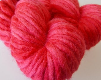 "Hand-dyed Chunky Yarn BFL ""Bottlebrush Red"" 100g red"