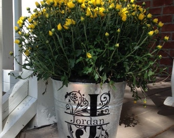 Personalized flower pot, Mother's Day Gift, Galvanized bucket, Personalized planter, Garden decor, Flower pot, Housewarming Gift