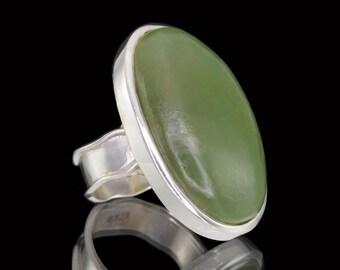 Green Jade & 925 Sterling Silver Statement Ring - Sz US 7 1/2 (UK,  Aus. O 1/2) #B204