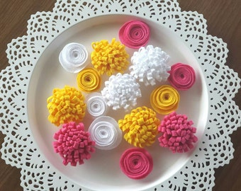 15 pieces of handmade felt flowers ( hot pink - white and yellow )