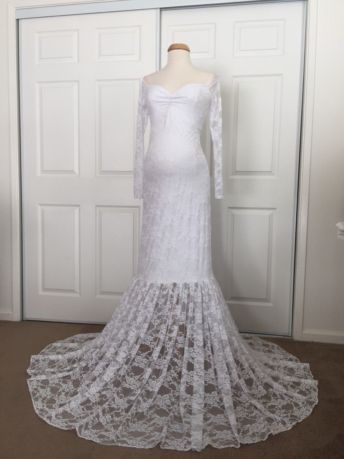 White Off Shoulders Long Sleeves Lining Maternity Gown