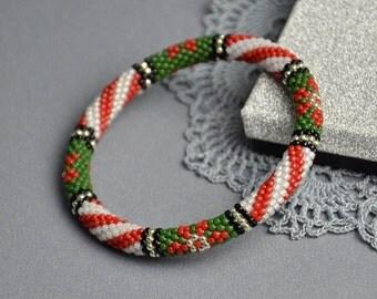 Christmas bracelet green red bracelet Bead crochet bangle christmas gift for her boho bracelet xmas bracelet beaded jewelry Gift for women