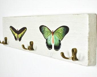 Weiße Landhaus Stil Wandgarderobe | shabby chic | Holz | Metallhaken Alt-Messing look | vintage Design | Boheme | rustikal | Schmetterlinge