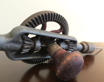 Carpenter's Hand Drill Auger - Wooden Carpentry Tools - Hand Crank Bore - Millers Falls Hand Drill No. 2 Eggbeater
