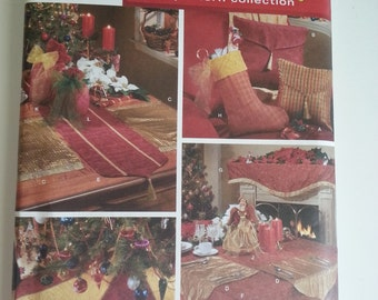 Christmas decor / Pillow / placemats /table runner /mantle scarf / stockings / gift bags / centerpiece /2004 sewing pattern, Simplicity 4784