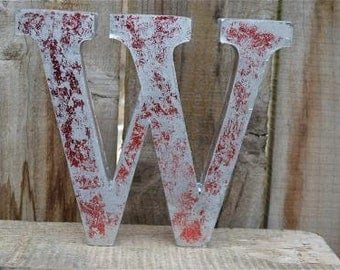 Medium vintage style 3D red letter W