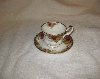 Royal Albert Bone China, England - Old County Roses Teacup and sauser