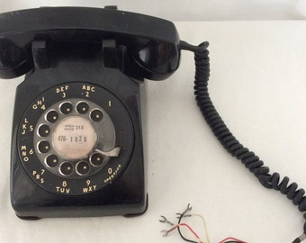 vingtage black telephone