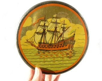 Old box round Tin - scenery sea and boat sailing 3 poles - vintage Tin lithographed 1930 collection biscuit box