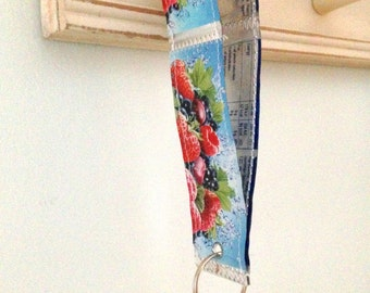 Walkers Wristlet keyring, Fun recycled Keyfob, Capri Sun keychain, Eco new home gift, Dog walker present, Runners keyring, Clever upcycles