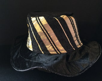 GB4- Gold and Black Party Hat