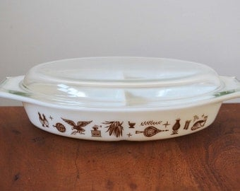 Vintage Pyrex 963 White Early American Divided Dish with lid, 1.5 quart brown on white - Not Numbered