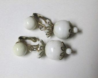Vintage White Bead Dangle Earrings / Costume Jewelry / Estate Jewelry