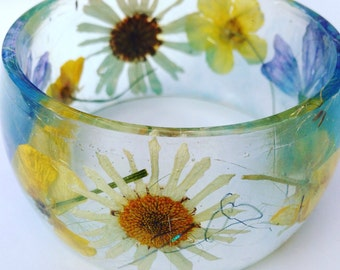 Summer bangle, flower bangle, real pressed flower bangle, resin bangle, daisy bangle, wildflower bangle, bangle, buttercup, mallow, daisies