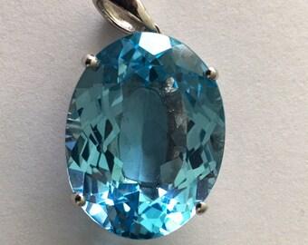 Blue topaz pendant S925