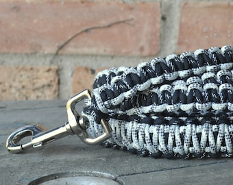 Black and White Paracord 6ft Dog Leash