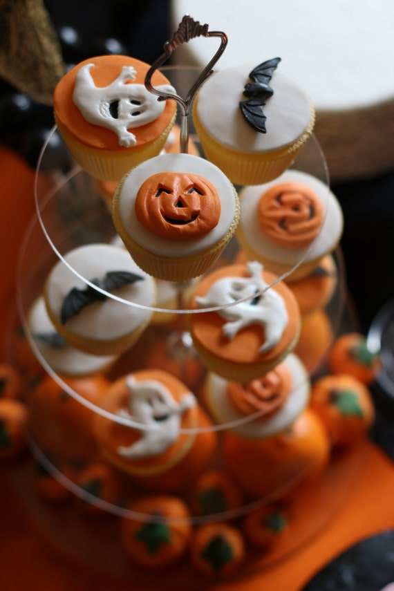Edible Cake Decorations Halloween : 12 Edible sugar Halloween cake decorations ghost pumpkin bats
