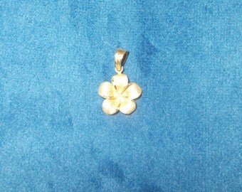 Solid 14K yellow gold Flower pendant