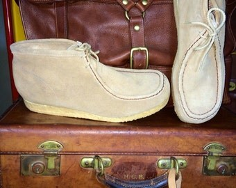 Vintage St John's Bay Wallabe Beige Suede Leather Chukka Boots With Crepe Soles Size 8.5D--Made in the USA