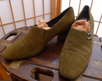 Olive Green Suede Kitten Heels / 10M