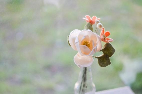 Bouquet de fleurs en feutre de magnolia et fleurs sauvages - Bouquet de fleurs sauvages ...