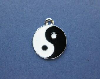 5 Yin Yang Charms - Yin Yang Pendants - Thai Chi Charm - Enamel Charm - Silver Tone -25mm x 20mm -- (No.91-10612)