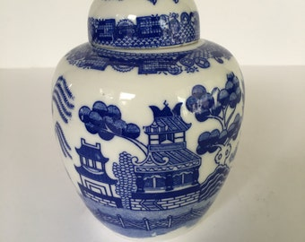Vintage Petite Ginger Jar ~ blue and white ~ chinoiserie chic