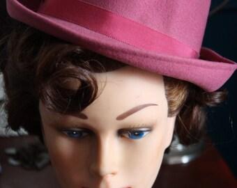 "Hat style Fedora of designer ""Georges W Bollmang & Co"" pinup vintage 1940-1950"