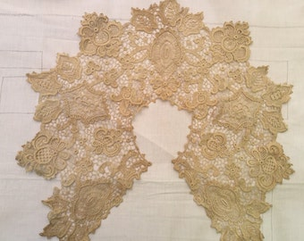Vintage French Victorian Lace collar in cream. Antique, Period costume piece 1800s. FREE POSTAGE WORLDWIDE