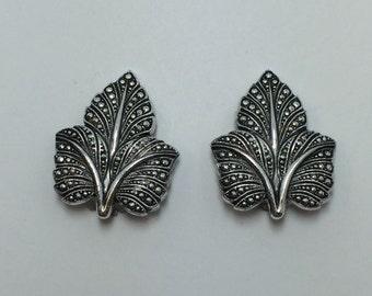 Vintage Silver tone Maple Leaf Clip on Earrings 9675
