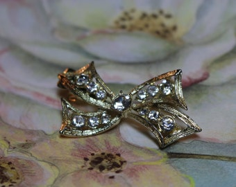 RHINESTONE HAIR CLIP, Vintage 1960 era, Gold Tone Bow shape, Large Clear Rhinestones, Squeeze Clip on back