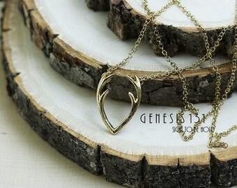 Elk horn Necklace Elk necklace woman jewelry tiny animal necklaces Antler necklace Horn necklace Horn jewelry Forest woodland jewelry