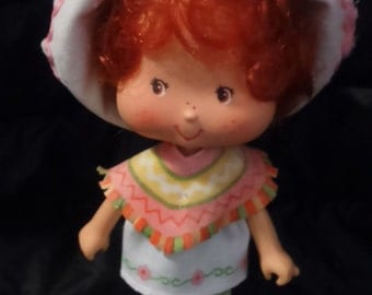 Vintage 1983 Kenner STRAWBERRY Shortcake CAFE OLE Doll in Original Outfit!