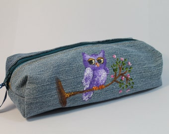 Boxy pencil case. Denim zippered pencil case with a cute sleepy owl. Denim bag. Hand painted.