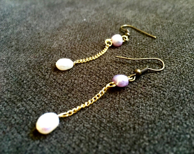 Classic Ivory and Lilac Pearl Minimal Drop Earrings on Gold Chain - Simple Cute Delicate Freshwater Pearls Ear Rings wedding jewelry