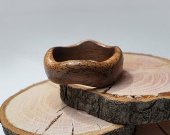 Ziczac wooden ring-Walnut ring-Carved ring-Ring-Walnut -Wooden Jewelry-Casual rings-Gift box-Natural wood-Handmade jewelry.
