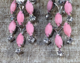 Gorgeous Old Fashion Sign Vintage Weiss Dangle Pink Rhinestone Chandelier Screw Earrings