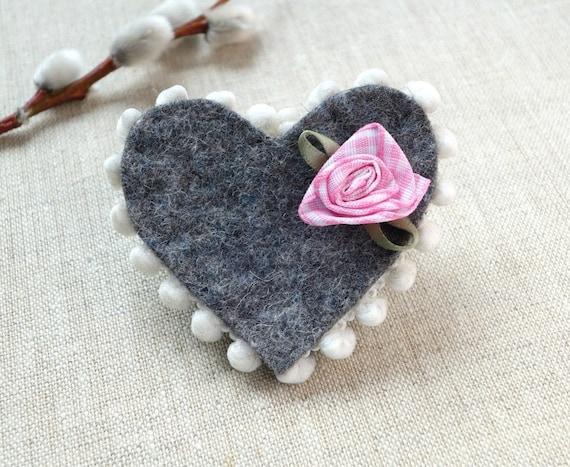 Herzanstecker mit Rose, perfekt zur Hochzeit