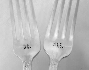 Mr & Mrs Forks, Wedding Cake Forks, Wedding Forks, Custom, Personalized, Pair of Forks, Wedding, Shower, Hand stamped forks, Handmade, Gift