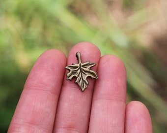 5 Pieces Maple Leaf Charm antique bronze tone, Leaf charm, leaf pendant, fall jewelry, fall charms, autumn charms, maple leaf B14449