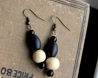 Bead Earrings Black & Tan