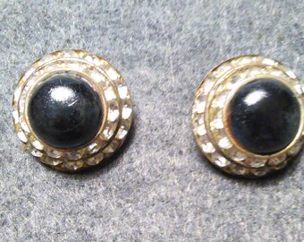 Elegant Vintage Ladies Button Style Clip On Earrings