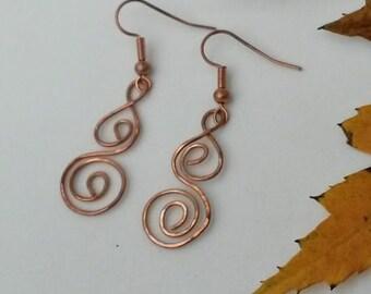 Copper hammered swirl earrings