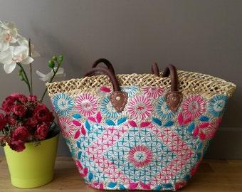 Basket raffia embroidered with floral motifs - handmade