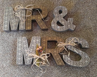 MR & MRS metal decor