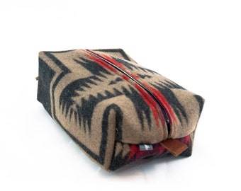 Large Dopp Bag in Walking Rock Print Wool