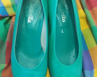 Vintage UK 6 EUR39 Flat Green Court Shoes