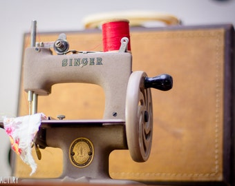 Vintage Mini Singer Toy Sewing Machine in Suitcase